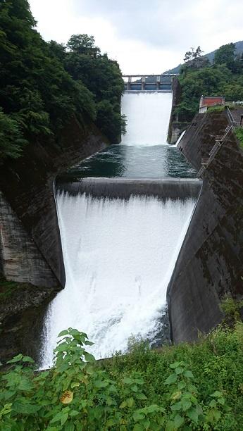 奥多摩湖放水.JPG